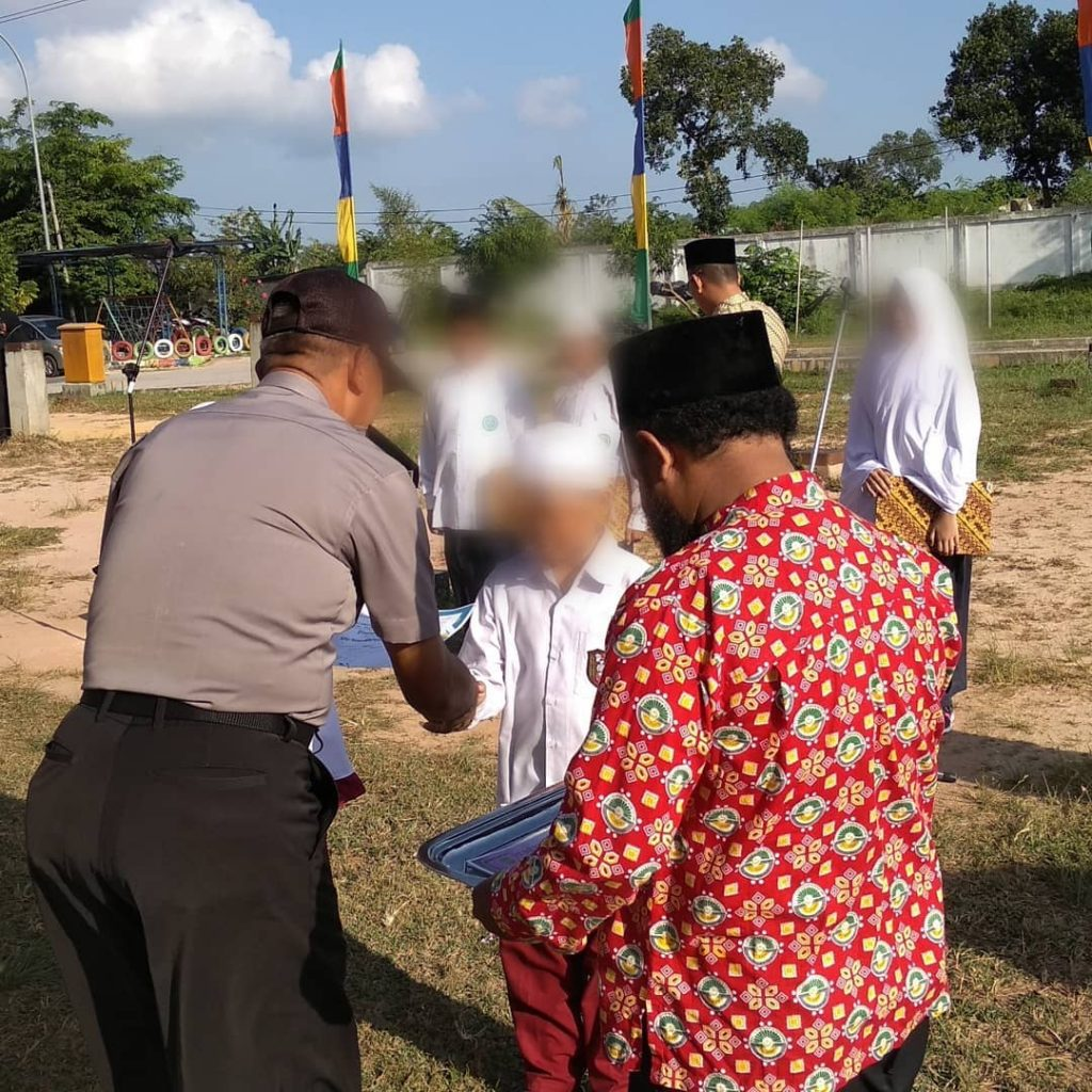 Foto Juara 1 Adzan Tingkat Kecamatan Batam Kota 2019 - SD AIS Batam